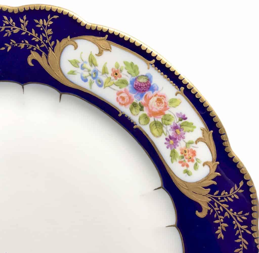Assiette en porcelaine dans le gout de Sèvre, Antikeo