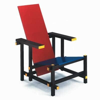 """Chaise rouge et bleue, ou chaise """" Rietveld """", Gerrit Rietveld, 1917-1923, conservée au musée d'Auckland."""