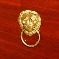 Poignée de meuble Empire. Lion et anneau. Bronze doré.