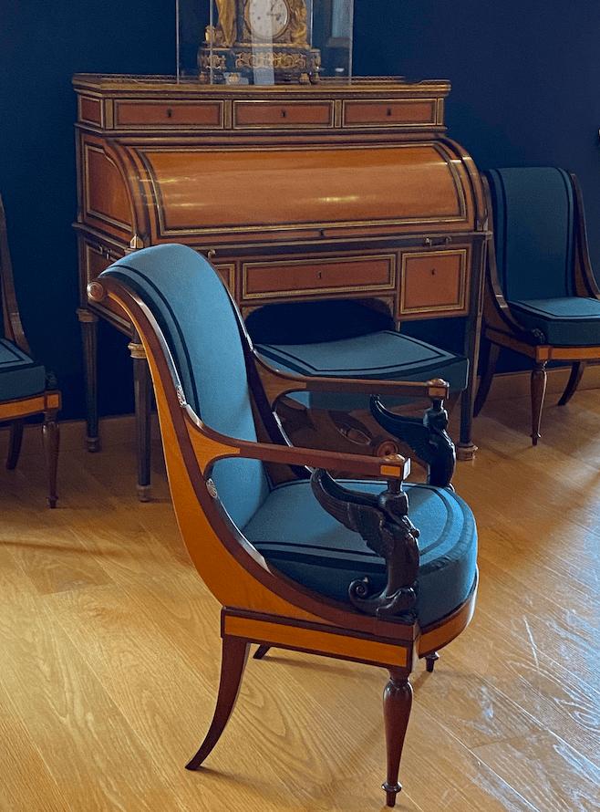 Fauteuil directoire musee du Louvre
