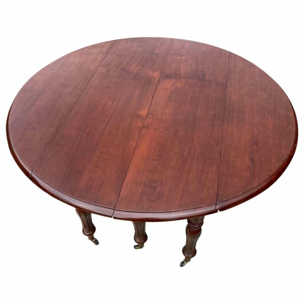Table en acajou Louis Philippe. SIx pieds. Allonges médianes.