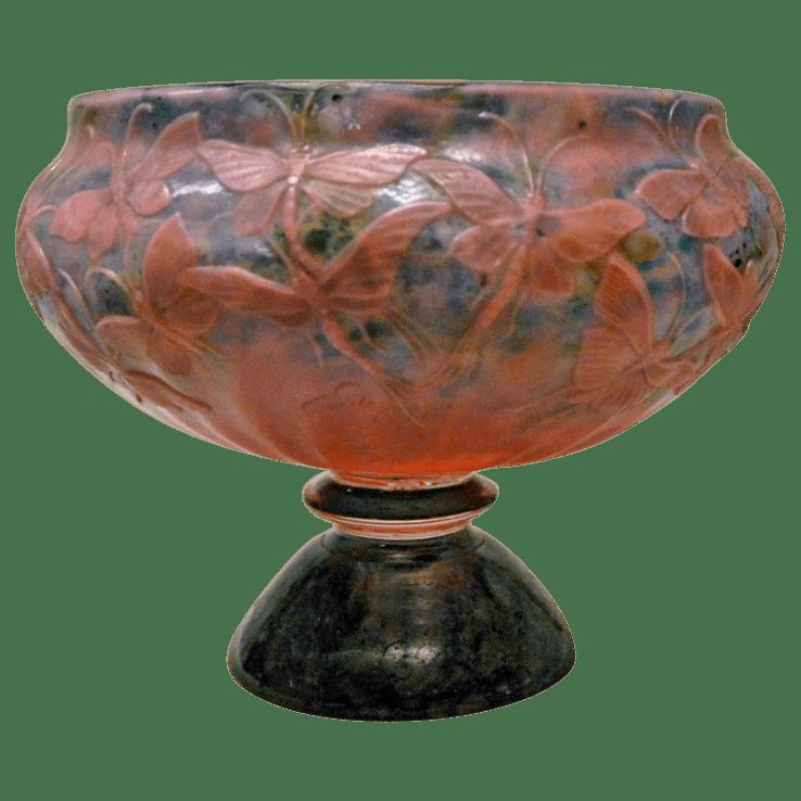 Coupe en verre multicouche taillé à la roue Gallé.