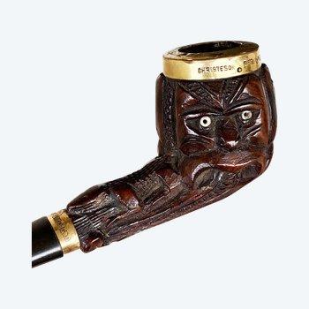 PIPE sculptée de troisWheku Culture Maorie, Nouvelle-Zélande XIXème siècle