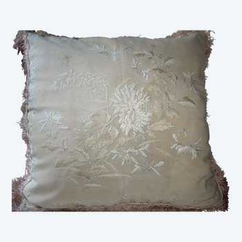 Cushion, Chinese or Japanese embroidery around 1900