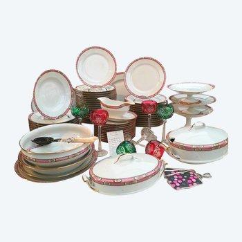 Service de table en porcelaine blanche bordure décor floral rose 69 pièces Limoges C&M