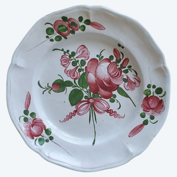 Grand assiette (30 cms) en faïence de l'est, décor florale 19e siècle