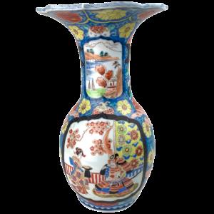 Vase Imari Vermiculé Col évasé De Forme Balustre Polychrome