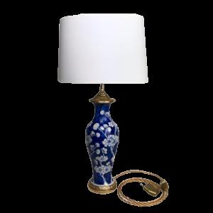 Blaue und weiße chinesische Porzellanvasenlampe vergoldet Bronze Rahmen Cardeilhac