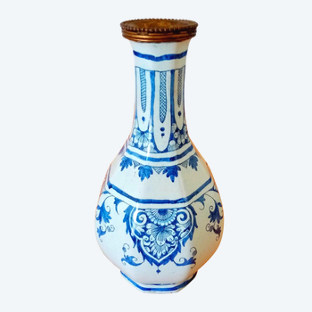 Vase en faïence: Rouen XIXéme siècle.