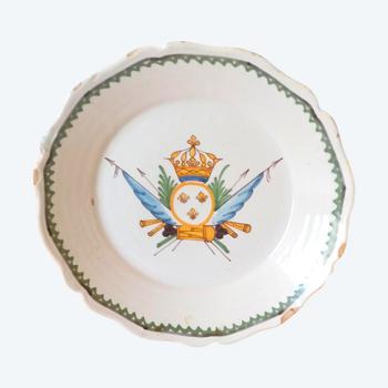 Assiette en faïence:Nevers XVIIIéme siècle.