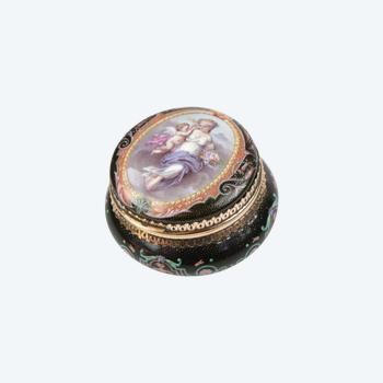 Gold snuffbox. Violettes Paris. Around 1860