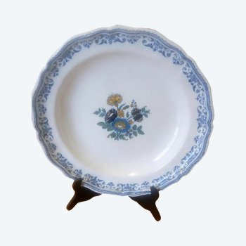 Earthenware dish: 18th century Moustiers.
