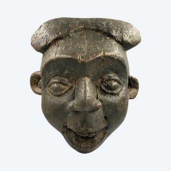 ANTHROPOMORPHISCHE MASKE Bamileke Bekom Kultur, Kamerun Erste Hälfte des 20. Jahrhunderts