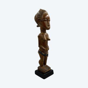 ANTHROPOMORPHISCHE STATUETTE Baoulé-Kultur, Elfenbeinküste Erste Hälfte des 20. Jahrhunderts