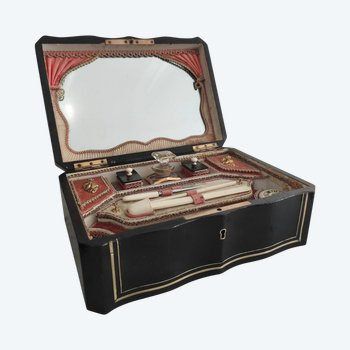 Coffret à couture Napoléon III , incluant ses accessoires et flacon