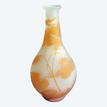 Vase en verre multicouche décor dégagé à l'acide signé GALLE 1904/1910