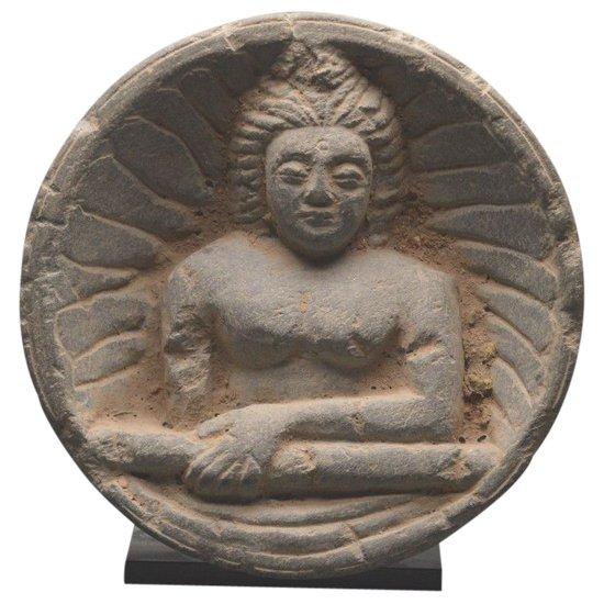 Darstellung Buddhas im Grauschiefer / Pakistan - Gandhara Region / 1. Jahrhundert n. Chr.