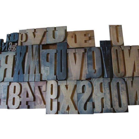 37 alte Holzdruckbuchstaben