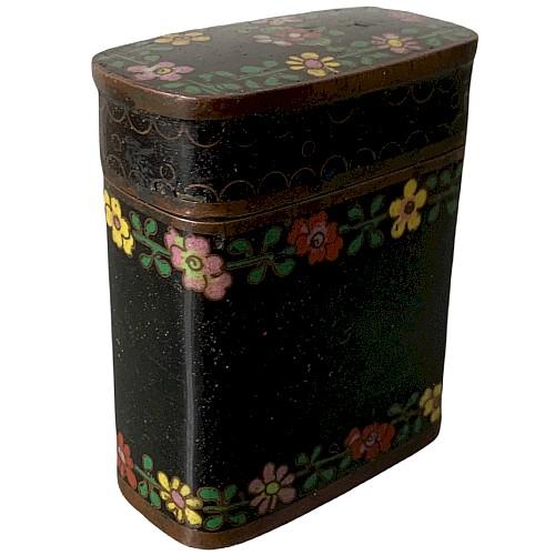 Rechteckige Kupferbox mit schwarzen Cloisonné-Emails mit Blumendekor