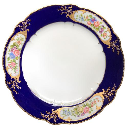 6 assiettes en porcelaine dans le gout de Sèvres bouquets fleurs dorure et bleu de cobalt