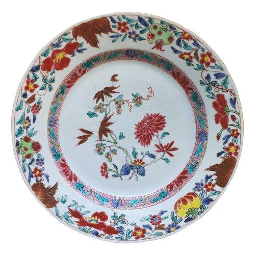 Chinesische Platte aus dem 18. Jahrhundert in Famille Rose