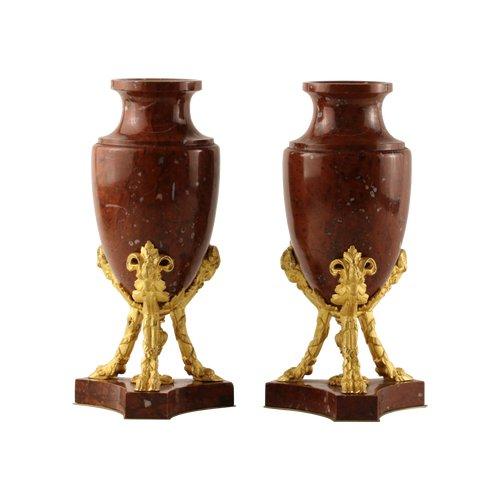 Paire de vases en marbre rouge et bronze doré
