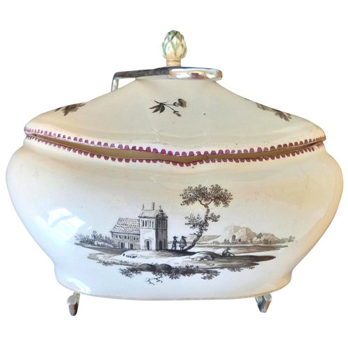 Porcelain sugar bowl: Vienna 18th century.